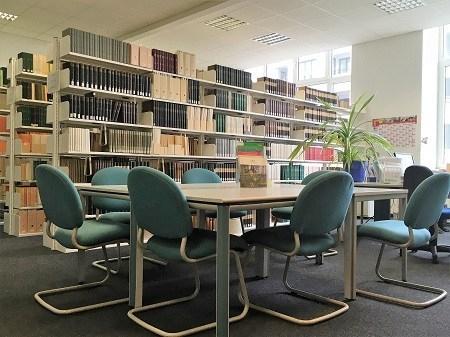 Gruppenarbeitsplatz in der ZAS-Bibliothek